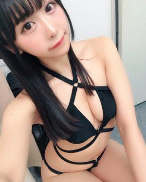 童貞筆おろしAV鑑賞が趣味の美少女モデル・真島なおみ(21)