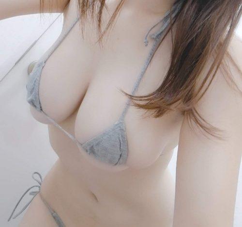 春奈芽衣の巨乳画像21