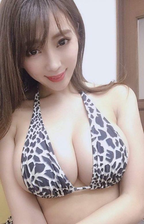 森咲智美の巨乳自撮りエロ画像10