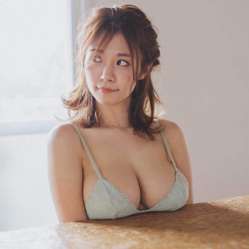 菜乃花の爆乳エロ画像14