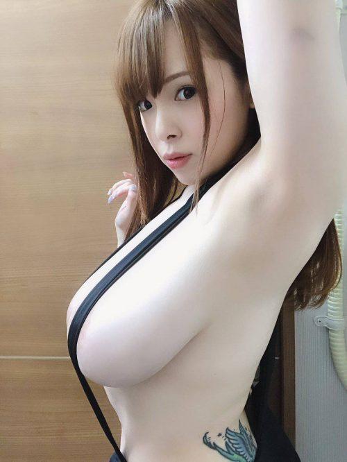 AV女優西村ニーナの爆乳画像5